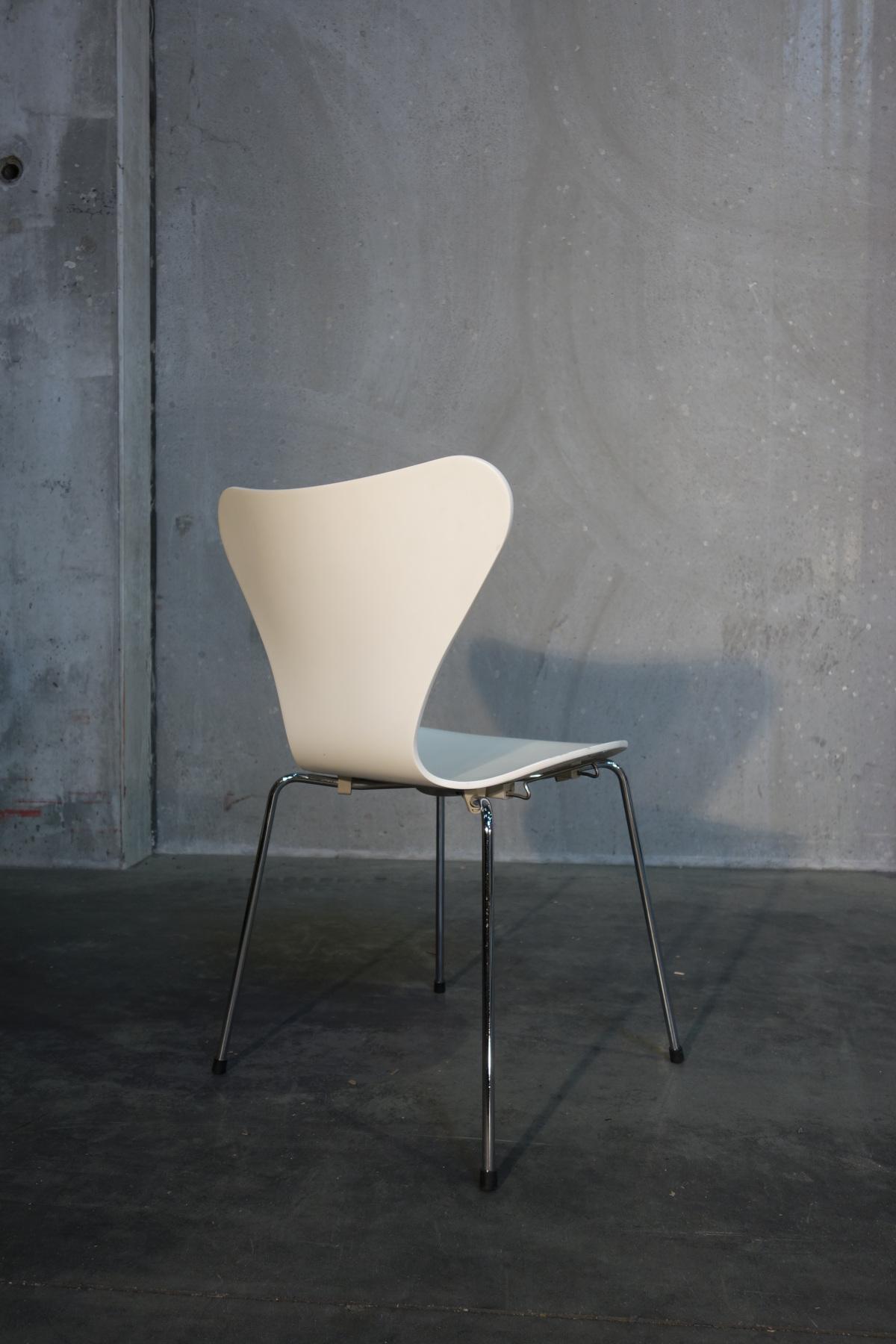 stuhl arne jacobsen wei. Black Bedroom Furniture Sets. Home Design Ideas